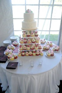 Barn wedding dessert